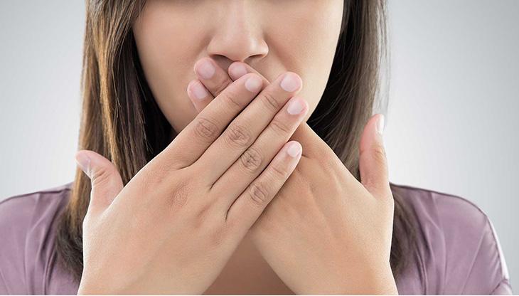تآكل اللثة - علامات وأعراض تراجع اللثة